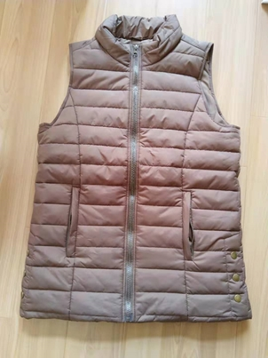 32718 - Zenana Outfitters Women's padded and quilted vest (2 styles) China