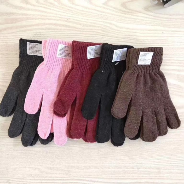 34400 - Mens and ladies gloves stock China